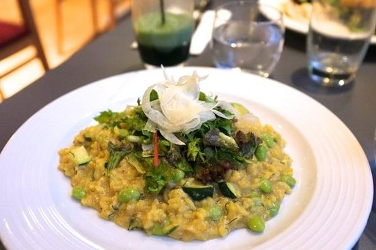 Saf Restaurant: Le risotto aux haricots edamamé, zucchini, salade fraiche, fenouil cru