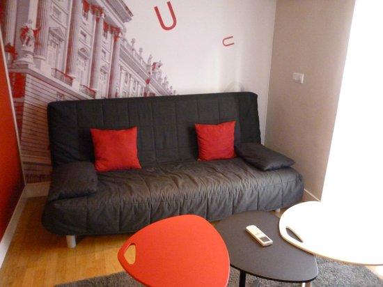 Metropol Rooms Apartamentos : divano letto del soggiorno