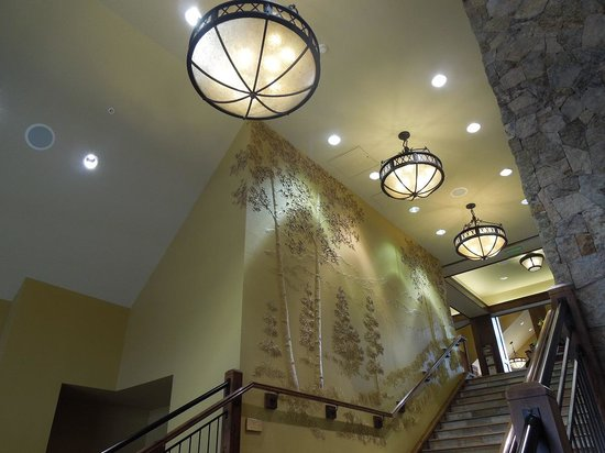 Grand Lodge on Peak 7: Beautifully decorated entry way