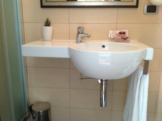 Aventino Guest House: BAGNO COMPLEMENTI