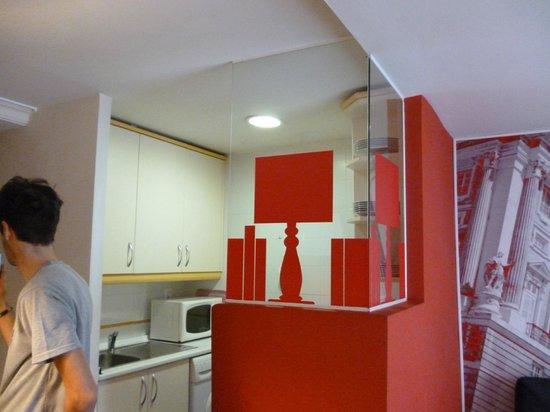 Metropol Rooms Apartamentos : decorazioni cucina