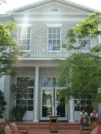 Tradewinds Apartment Hotel: Accueil