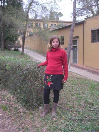 Villa Camerata Youth Hostel : Em frente ao Hotel
