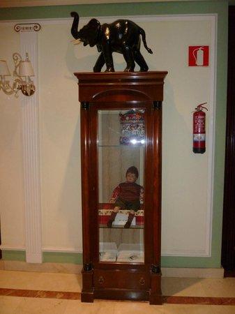 Hotel Camino de Santiago: Decoración en pasillos y rellanos