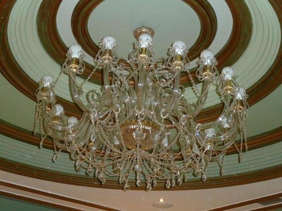 Hotel Camino de Santiago : Lámpara de la zona de recepción