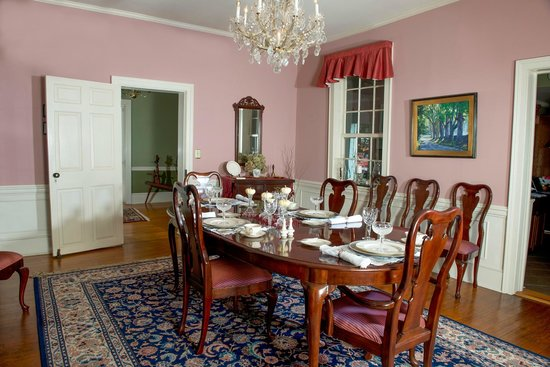 Grice-Fearing House Bed and Breakfast: formal dining room