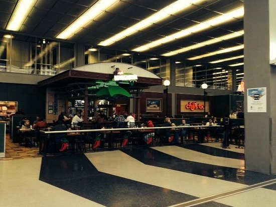 Chili's Too: Find it in the main concourse of Terminal 3 (American Airlines)