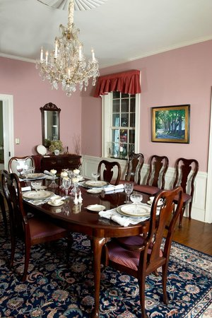 Grice-Fearing House Bed and Breakfast : dining room