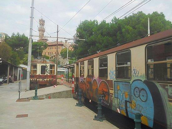 Ferrovia Genova-Casella : I treni..anche questi un po' imbrattati..