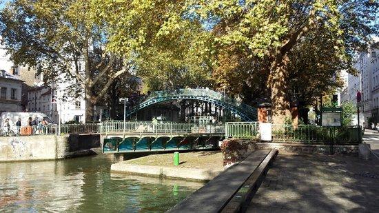 Canal st martin picture of canal saint martin paris - Canal saint martin restaurant ...