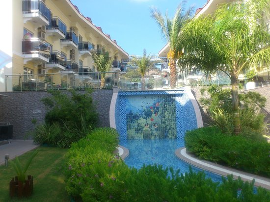 Montebello Resort: grounds