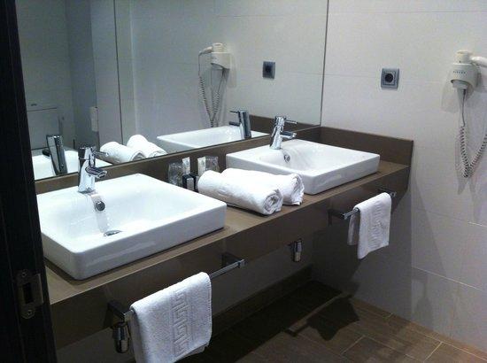 Le Petit Boutique Hotel: baño