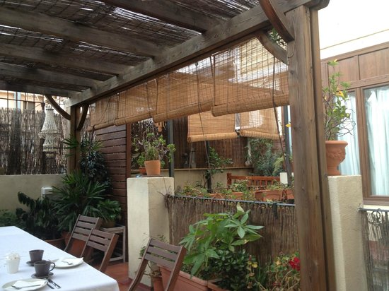 Hostal Poblenou Bed & Breakfast: Breakfast terrace
