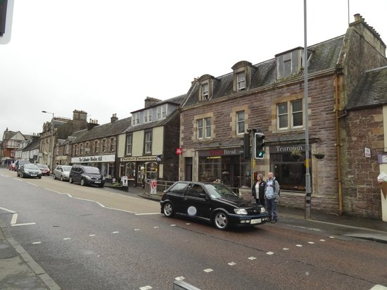 Invernente Bed & Breakfast: A view of Callander's main street