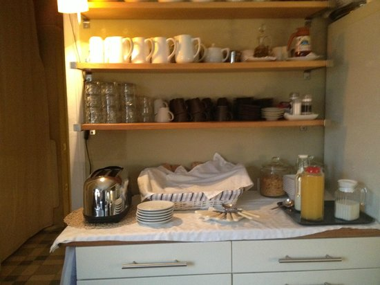 Hostal Poblenou Bed & Breakfast: Breakfast buffet