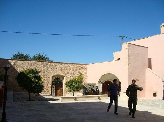 Chromonastiri Military Museum: Military Museum main courtyard