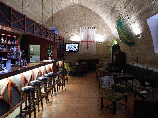 Parador de Alcañiz: Bar im Erdgeschoss