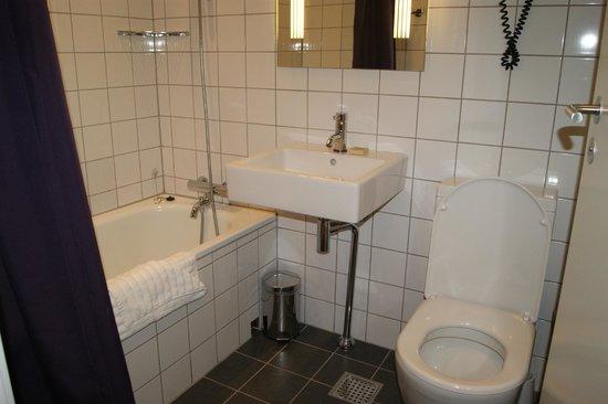 Andersen Boutique Hotel : Notre salle de bain (n°72)