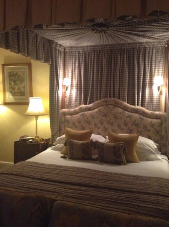 The Bath Priory: Four Poster Bed