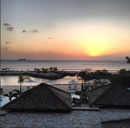 InterContinental Mauritius Resort Balaclava Fort: sunset at the beach