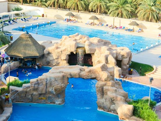 Danat Al Ain Resort: Pool side