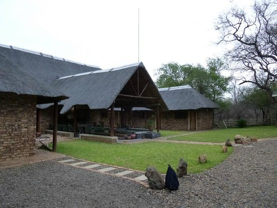 Nhongo Lodge