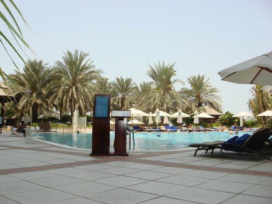 Hilton Dubai Jumeirah Beach: вид бассейна