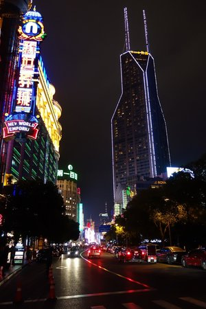 Park Hotel Shanghai: view towards the walking street