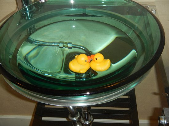 Summerland Waterfront Resort & Spa: glass bowl for rubberduckys