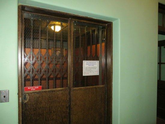 Jerome Grand Hotel: elevator