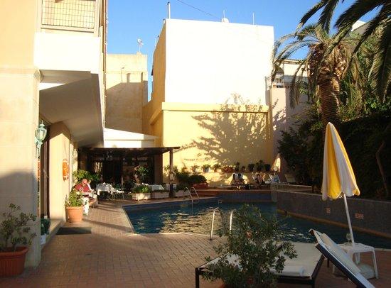 Ideon Hotel : Hotel Ideon swimming pool