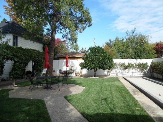 Arbor Guest House: Grounds