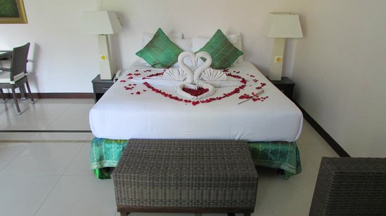 Jimbaran Cliffs Private Hotel & Spa: Our bed on arrival