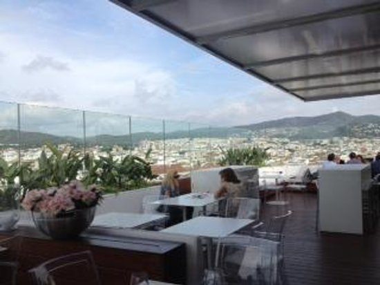 Avenida Sofia Hotel & Spa: Rooftop with 360 view of Sitges. Great sushi!