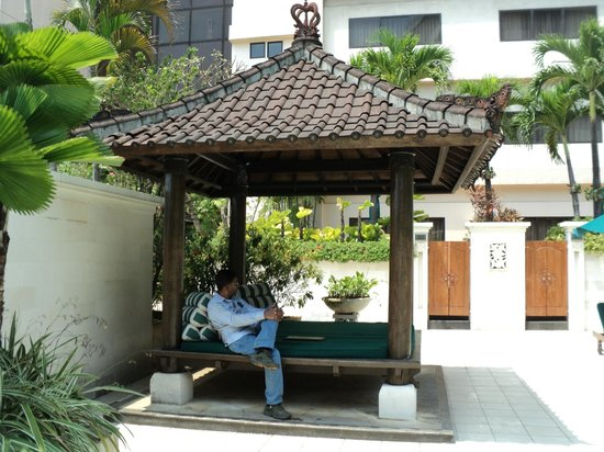 Aryaduta Jakarta: Near Pool