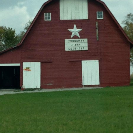 Amish People: Barn just outside of Jamesport