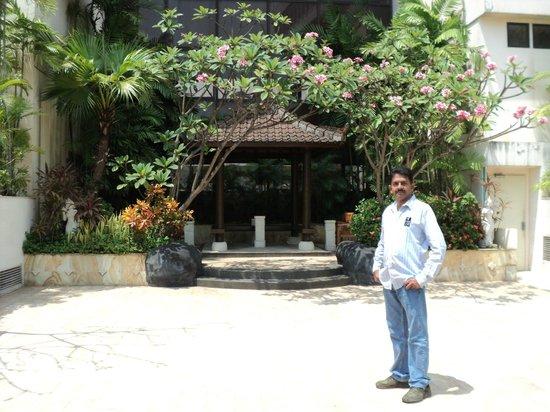 Aryaduta Jakarta: Near Pool area