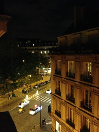 GOLDEN HOTEL PARIS : View from our window on the 5th floor.