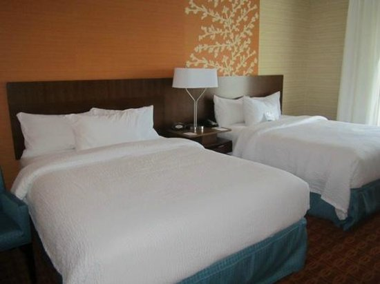 Fairfield Inn & Suites Hershey Chocolate Avenue: I loved these wonderful, comfy beds!