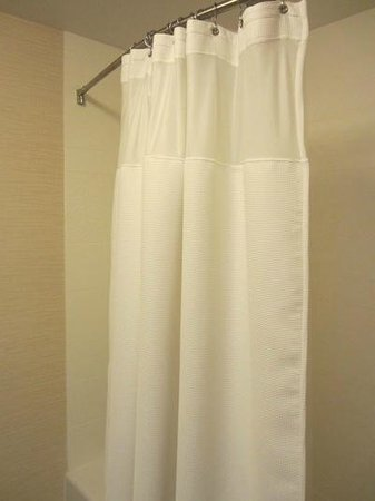 Fairfield Inn & Suites Hershey Chocolate Avenue: Love love love that hotels are FINALLY using cloth shower curtains!
