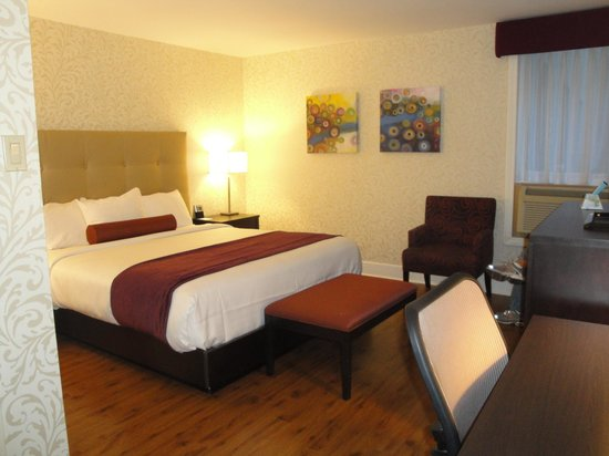 Best Western Plus Montreal Downtown-Hotel Europa : Chambre lit king