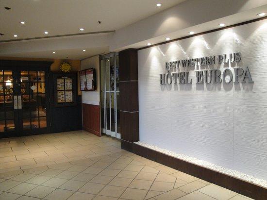 Best Western Plus Montreal Downtown-Hotel Europa : L'entrée du restaurant CORA