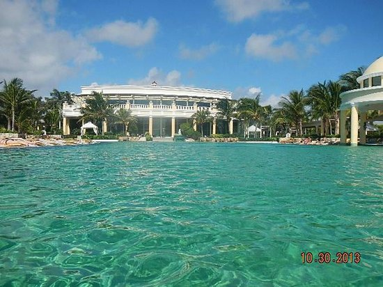 Iberostar Grand Hotel Paraiso : view from pool