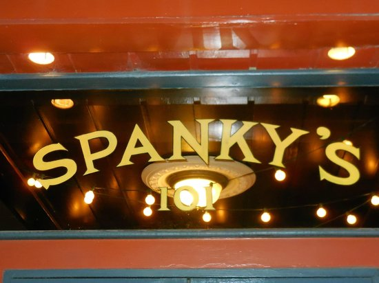 Spanky's Restaurant : The sign over the door