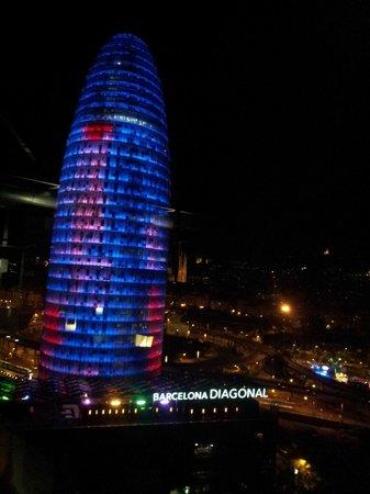 Novotel Barcelona City: Vista nocturna torre Agbar
