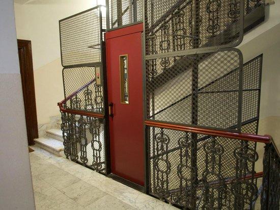 Vatican Vista: European Elevator - efficient, convenient, quaint