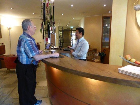 Hotel Sonne: front desk