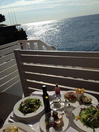 Monte-Carlo Beach: colazione sul balcone della camera