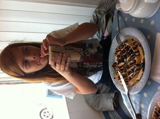 Coast Cafe: Chocolate Waffle and milkshake, yum !