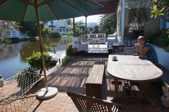 Admiralty Bed & Breakfast: petit déjeuner dehors